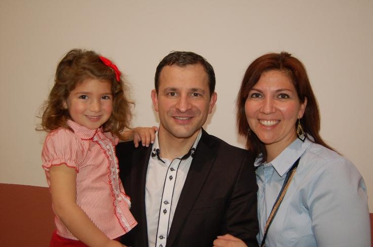Seth, Lupe y su hija Zoe.JPG