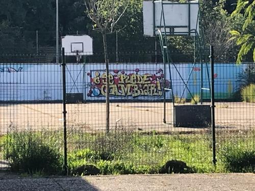 GRAFFITI Y TALLER DE DOLAR ONE EN EL IES ANTONIO DOMINGUEZ ORTIZ POLIGONO SUR GRAFFITI 3000 VIVIENDAS SEVILLA