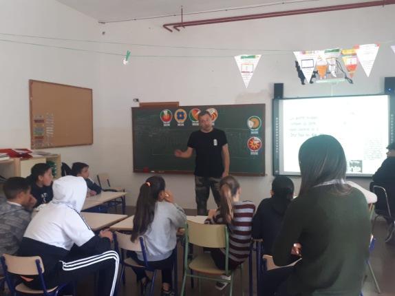 DOLAR ONE EN EL COLEGIO SANTA TERESA (VILLENA) BARRIO EL POBLAO
